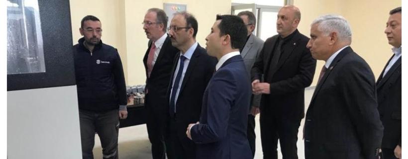 Vali Sinan GÜNER OSB Müdürlüğü Hizmet Binası Eğitim İnovasyon ve Test Merkezinde İncelemelerde Bulundu
